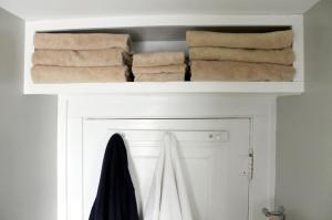 bathroom-storage-ideas-shelves-standard